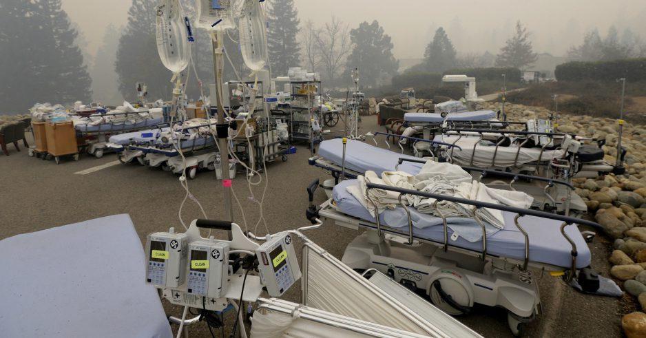 Les personnes laissées affaiblies et dévastées par le plus meurtrier des feux de forêt en Californie continuent de mourir alors que les hôpitaux restent débordés