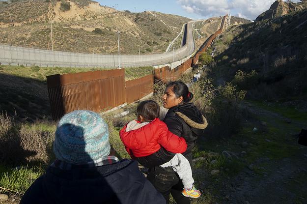 Un juge fédéral a bloqué la politique de Trump consistant à contraindre les demandeurs d'asile à attendre au Mexique