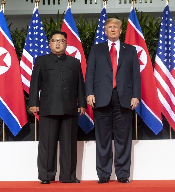 Le président Trump renouvelle sa confiance envers Kim Jong Un malgré de récents essais de missiles