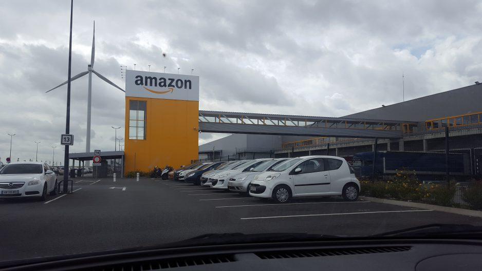 Des manifestations contre Amazon éclatent dans toute la France pour le BlackFriday