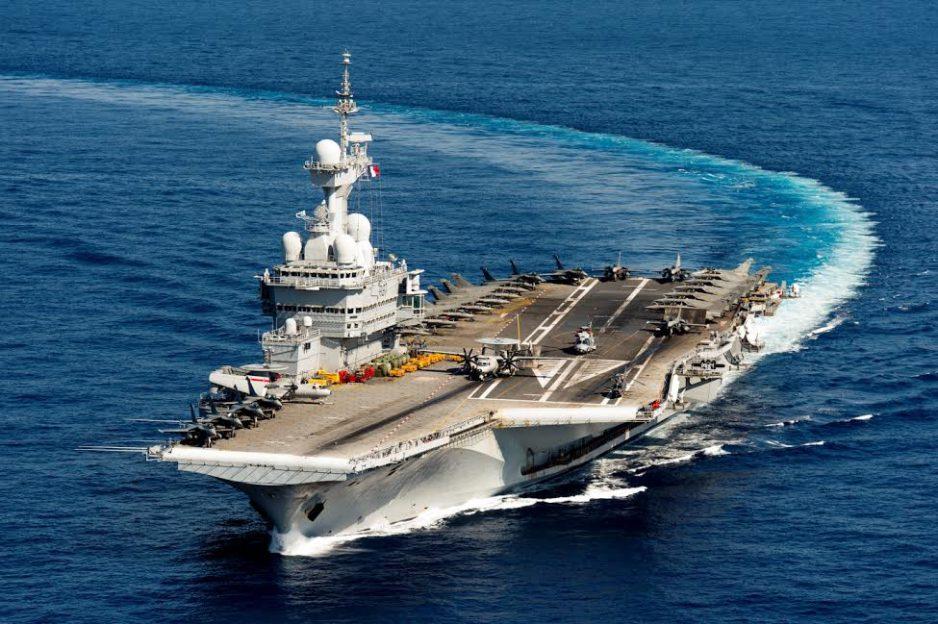 La France déploie le porte-avions Charles de Gaulle pour soutenir les opérations au Moyen-Orient